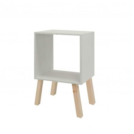 Mesa de cabeceira  quadrada pintada de creme